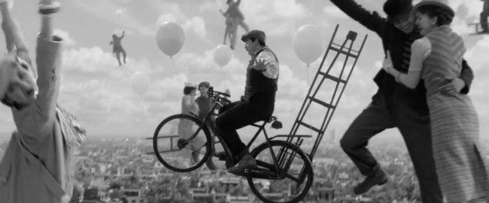 mary-poppins-returns-balloons-700x291